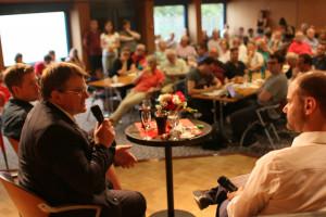 Kurzweilige Diskussion zwischen dem Juso-Bundesvorsitzenden Kevin Kühnert und dem Kreisvorsitzenden und Landtagsabgeordneten Harry Scheuenstuhl (Foto: S. Balcerowski)